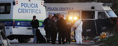 La policía científica trabaja en la escena del crimen/ Télam