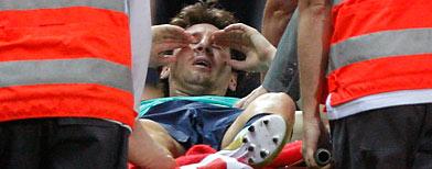 Lio Messi lesionado, tras jugar contra el Atlético de Madrid/ AP