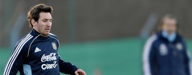Messi entrena con la selección de Argentina, Tevez lo acompaña/ Getty Images