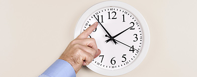 Changing time on a clock (Thinkstock)
