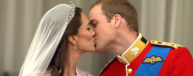 Kate Middleton and Prince William kiss (AP/APTN)