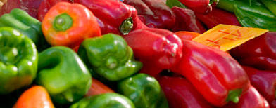 Peppers at a farmers market (ThinkStock)