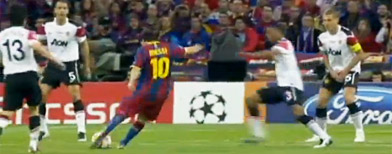 Lionel Messi scores against Manchester United (Y! Sports screengrab)