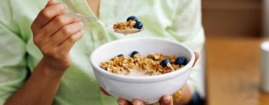 Woman eating breakfast (ThinkStock)