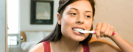 Woman brushin g her teeth. (ThinkStock)