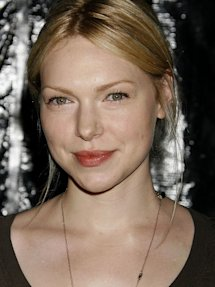 Photo of Laura Prepon