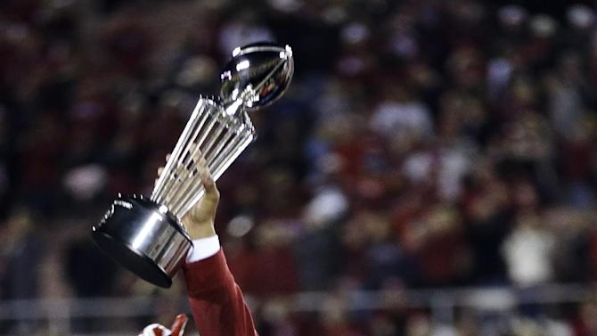 Stanford head coach David Shaw lifts the trophy following their 20-14 win over Wisconsin in the Rose Bowl NCAA college football game, Tuesday, Jan. 1, 2013, in Pasadena, Calif. (AP Photo/Lenny Ignelzi)