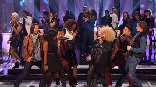 "Group Performance: ""Shake It Out"""
