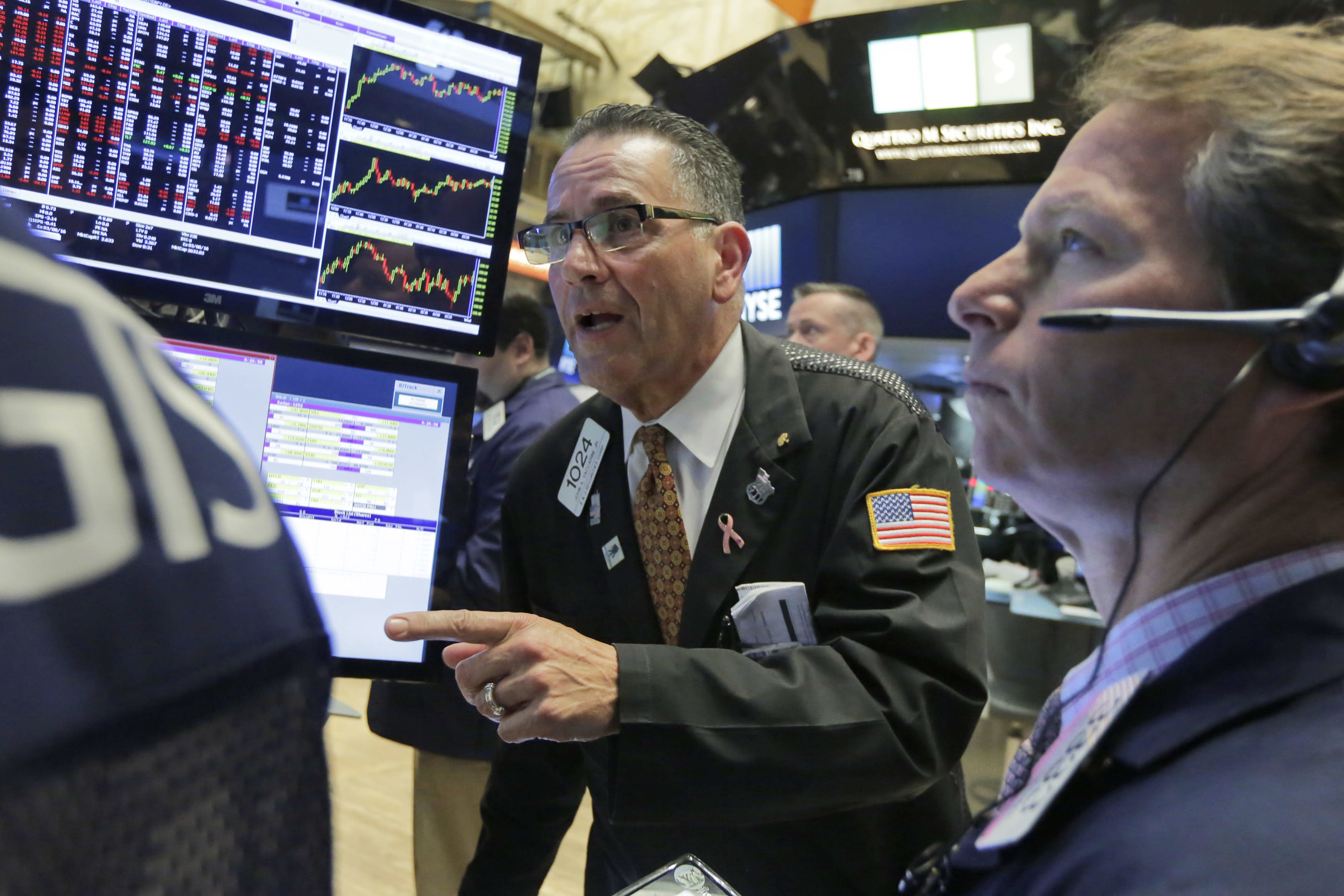 US stocks boosted by better Fed outlook; Apple dives