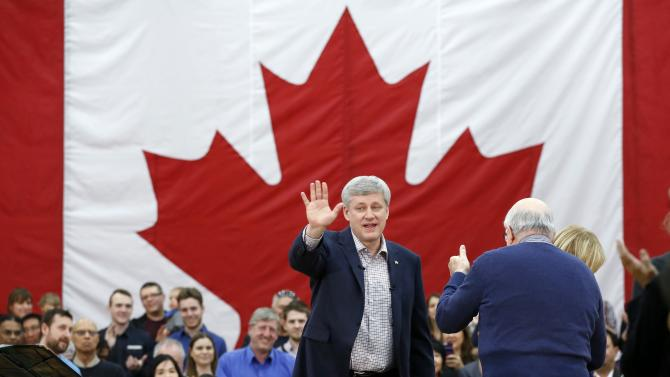 Canada's PM Harper receives a standing ovation in Ottawa