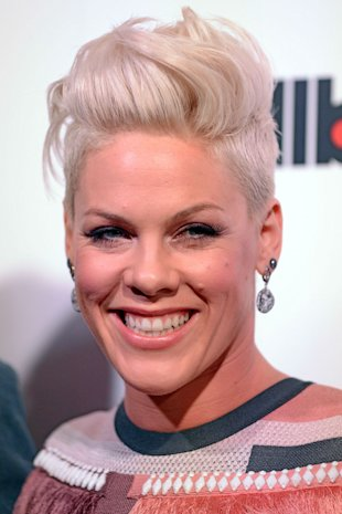 p!nk abs  PHOTOS)Woah! P!nk Shows Off...