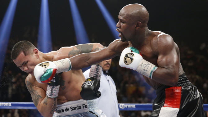 Floyd Mayweather Jr., right, connects with a right to the head of Marcos Maidana, from Argentina, in their WBC-WBA welterweight title boxing fight Saturday, May 3, 2014, in Las Vegas. (AP Photo/Eric Jamison)