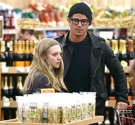 PIC: Amanda Seyfried, Josh Hartnett Take Romance Public!