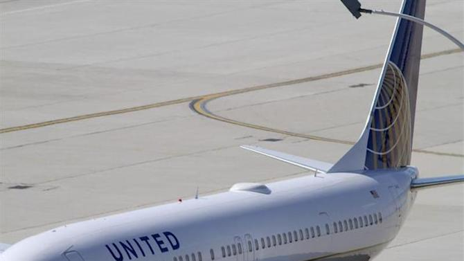 A United Airlines plane with the Continental Airlines logo on its tail, sits at a gate at O'Hare International airport in Chicago October 1, 2010. REUTERS/Frank Polich/Files