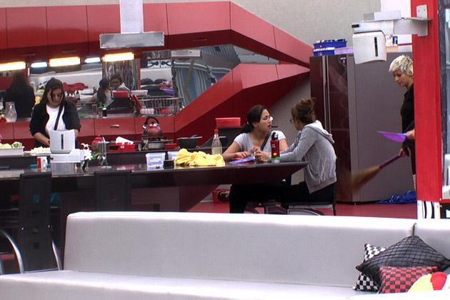 Bigg Boss 6: Sana fights with Sapna