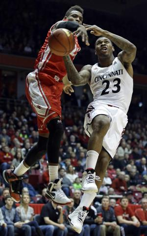 No. 10 Bearcats shake off Houston for 73-62 win