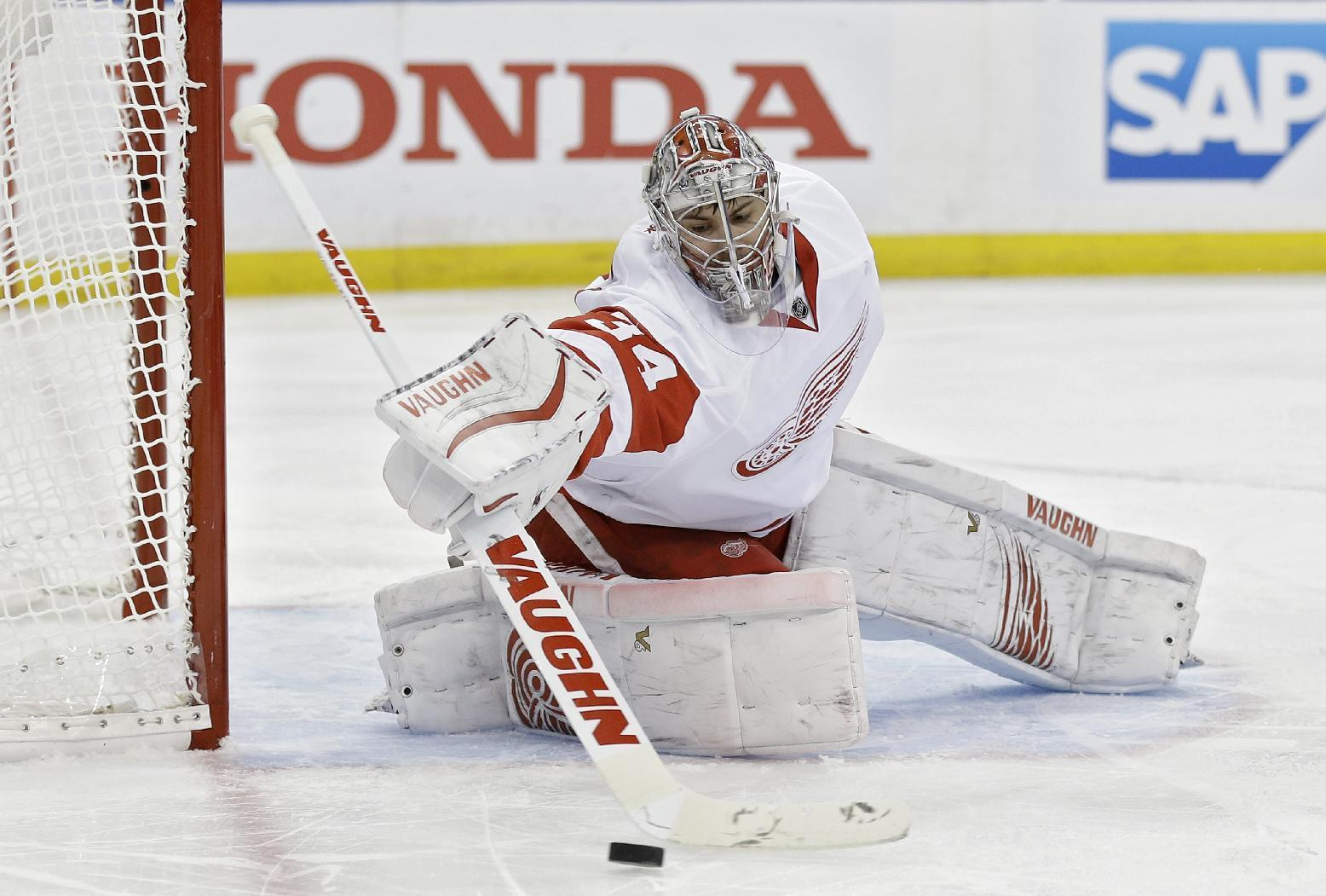 Petr Mrazek shows good side in shutout win over Tampa