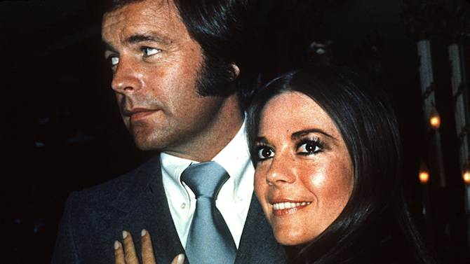 In this 1980 file photo, actor Robert Wagner appears with actress Natalie Wood. Los Angeles sheriff's homicide detectives are taking another look at Wood's 1981 drowning death based on new information, officials announced Thursday, Nov. 17, 2011. A yacht captain said on national TV Friday, Nov. 18, 2011, that he lied to investigators about Natalie Wood's mysterious death 30 years ago and blames the actress' husband at the time, Wagner, for her drowning in the ocean off Southern California. (AP Photo, File)