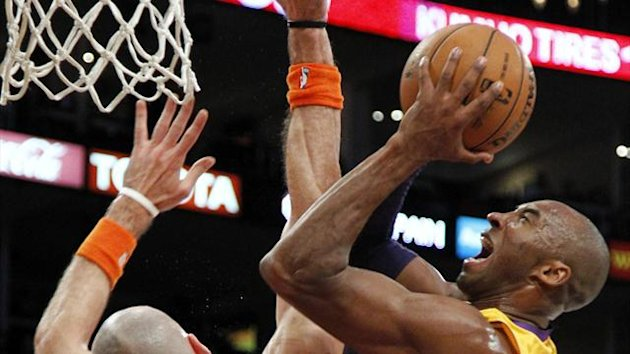 Los Angeles Lakers' Bryant shoots over Phoenix Suns' Gortat
