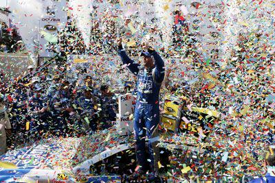 Jimmie Johnson wins the 2015 FedEx 400 at Dover International Speedway