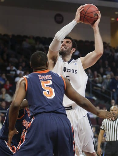 San Diego beats Pepperdine 62-59 to advance in WCC