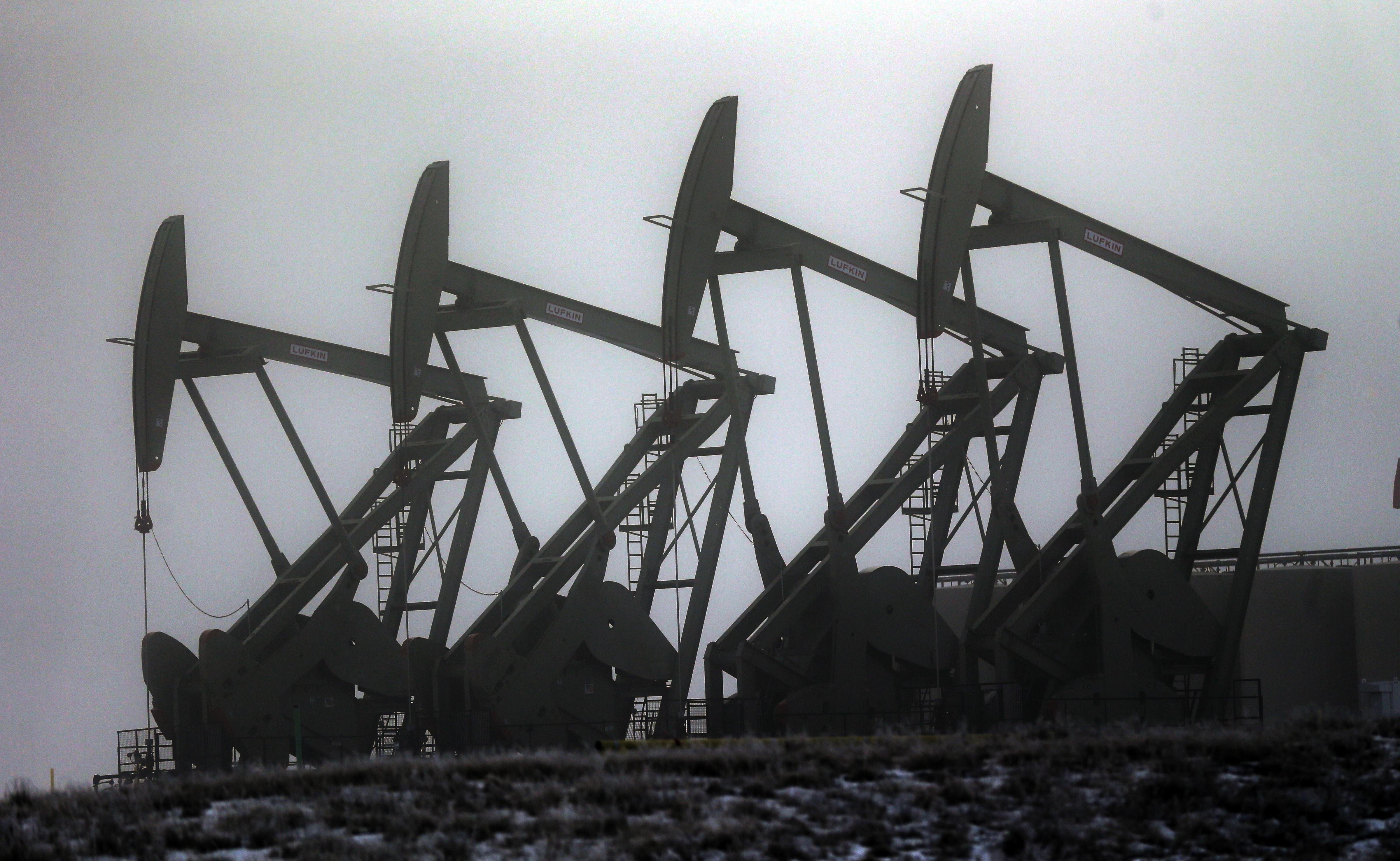 Oil producers push to export US crude even as prices drop