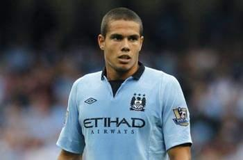Manchester City midfielder Rodwell returns to full training