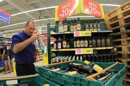 <p>An employee of a supermarket removes alcohol from the shelves in Brno on September 14. Czech distillers are facing the first ever dry spell after Prague banned the sale of domestic liquor both at home and abroad after bootlegged spirits killed 23 Czechs.</p>