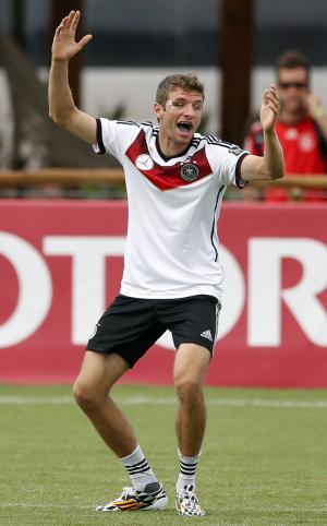 A hat trick, then a bloody cut for Thomas Mueller