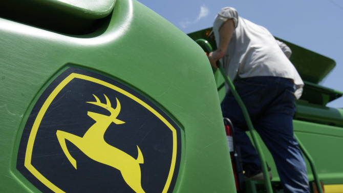 Deere cuts 2013 sales growth guidance