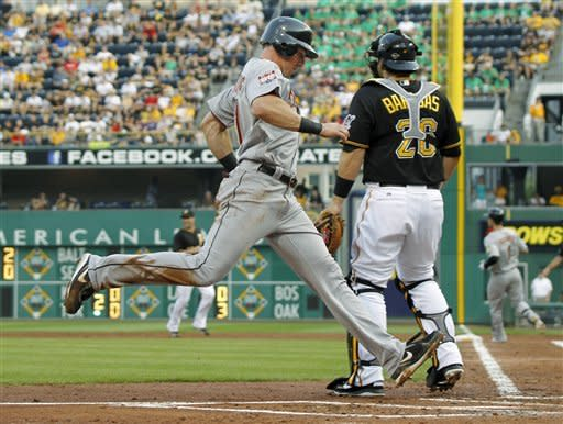 Sutton's walkoff HR lifts Pirates to 8-7 win