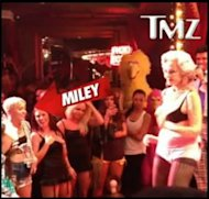 Miley Cyrus en club de stripper octogenaria via TMZ