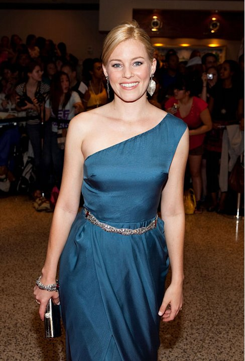 Elizabeth Banks arrives at the 2009 White House Correspondents' Association Dinner at Washington Hilton on May 9, 2009 in Washington, DC.