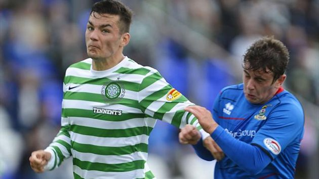Celtic&#39;s Tony Watt (L) is challenged by Inverness Caledonian Thistle&#39;s Aaron Doran