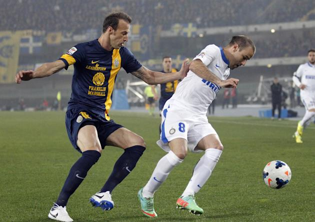 Inter Milan's Rodrigo Palacio, right, of Argentina is chased by Hellas Verona Greek defender Evangelos Moras during a Serie A soccer match at the Bentegodi stadium in Verona, Italy, Saturday, Marc