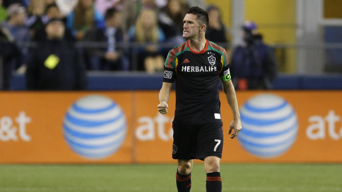 Robbie Keane signs extension with LA Galaxy