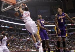 Clippers beat Lakers 102-94 behind 33 by Paul
