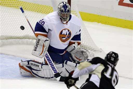 Islanders pound listless Penguins 4-1