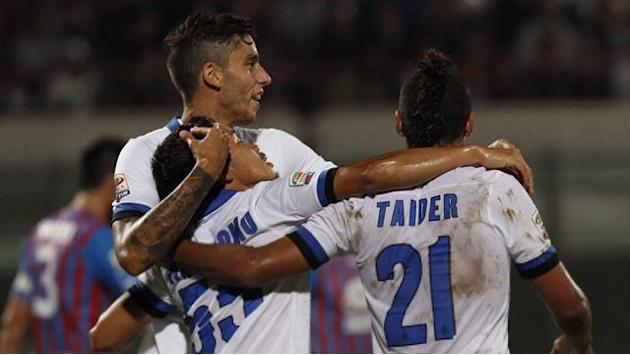 Serie A - Inter go joint top, Fiorentina fire five past Genoa