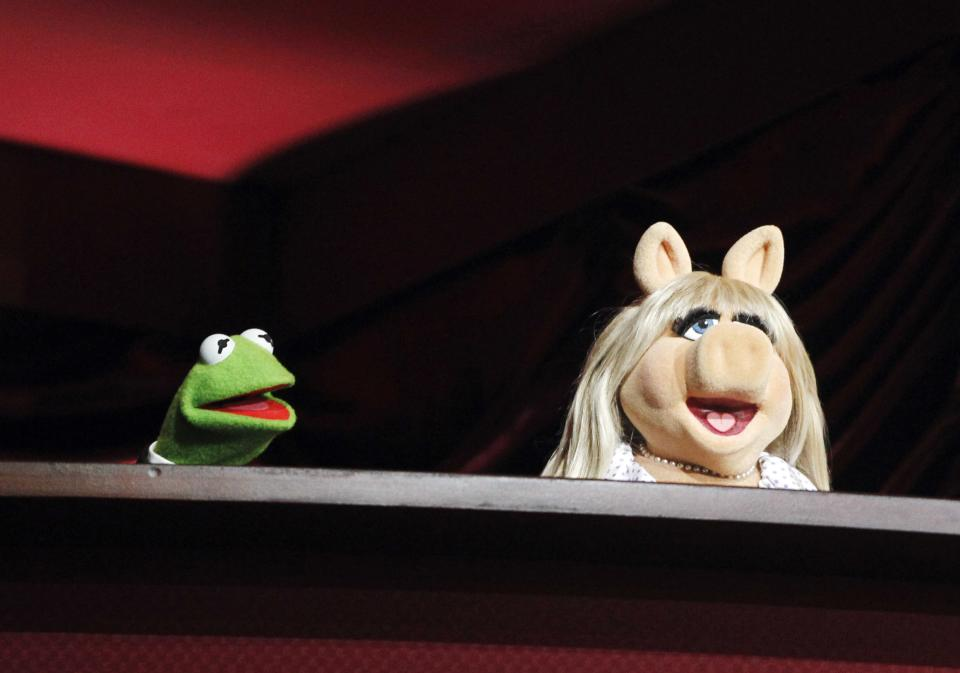 The Muppets, Kermit the Frog, left and Miss Piggy rehearse for the 84th Academy Awards, Saturday, Feb 25, 2012 in Los Angeles. (AP Photo/Chris Carlson)