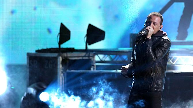 """Chester Bennington from the band Linkin Park performs """"Burn It Down"""" at the 40th Anniversary American Music Awards on Sunday, Nov. 18, 2012, in Los Angeles. (Photo by Matt Sayles/Invision/AP)"""