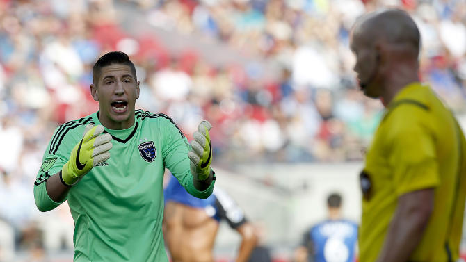 San Jose Earthquakes goalkeeper David Bingham argues a foul with referee during the second  half against Orlando City FC in a MLS soccer game Sunday, May  24, 2015, in Santa Clara, Calif. San Jose ties 1-1 against Orlando City FC. (AP Photo/Tony Avelar)