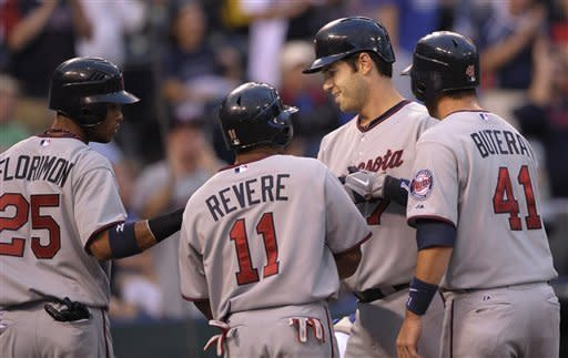 Twins sweep doubleheader from Royals