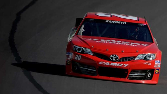 Kenseth leads final practice in Kansas