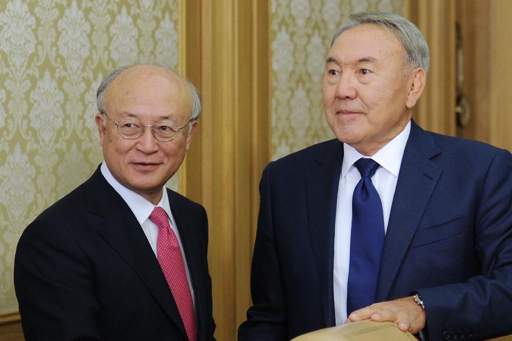 Kazakhstan signs deal to host nuclear fuel bank