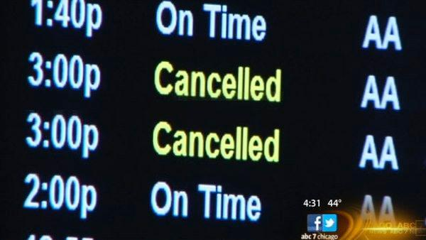 Snow forces delays, cancellations at Chicago airports