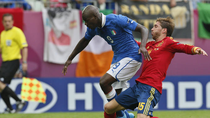 Spain's Sergio Ramos tackes Italy's Mario Balotelli during the Euro 2012 soccer championship Group C match between  Spain and Italy in Gdansk, Poland, Sunday, June 10, 2012. (AP Photo/Michael Sohn)
