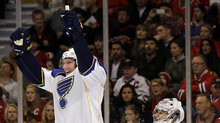 Blues edge Blackhawks 3-2 in shootout