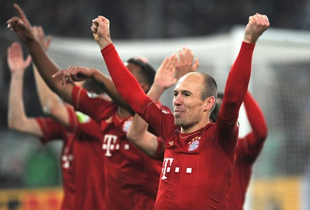 Bayern Munich's Dutch Midfielder Arjen Robben (R) And Teammates Celebrate  AFP PHOTO / PATRIK STOLLARZ  RESTRICTIONS / AFP/Getty Images