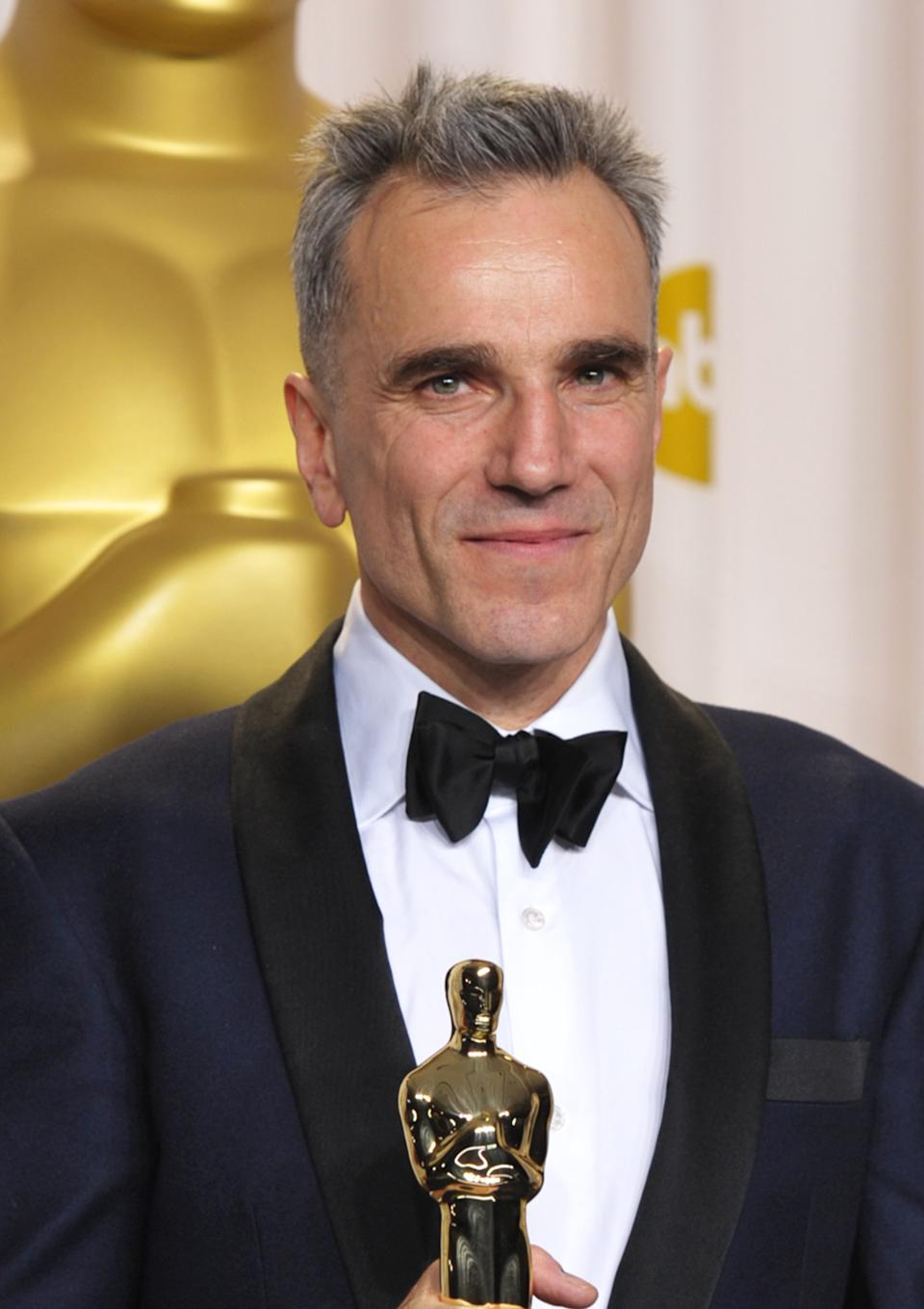 "Daniel Day-Lewis  poses with his award for best actor in a leading role for ""Lincoln"" during the Oscars at the Dolby Theatre on Sunday Feb. 24, 2013, in Los Angeles. (Photo by John Shearer/Invision/AP)"